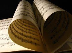 Компьютер научили читать музыкальные мысли человека