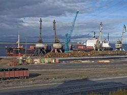 В Дудинском порту затонула баржа с грузом меди