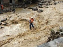 Вызванные ливнями наводнения в Китае унесли жизни 169 человек