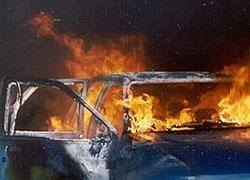 Мужчина пытался сжечь автомобиль на юге Москвы