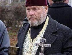 Белорусский суд наказал священника за освящение креста