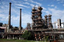 В Китае запущен крупнейший в стране нефтеперерабатывающий завод