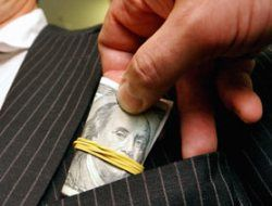 Годовой объем взяток в России составляет 300 миллиардов долларов