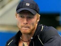Российский теннисист Дмитрий Турсунов снят с турнира за споры с судьей