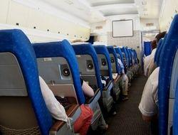 Из самолета Москва-Красноярск пытался выпрыгнуть пьяный пассажир-самоубийца