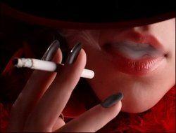 Французские курильщики бегут из баров и клубов на частные вечеринки