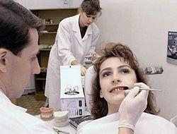 В кабинетах стоматологов очереди на отбеливание зубов