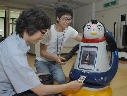 Корейский дроид-пингвин умеет видеть, слышать, чувствовать и... пахнуть