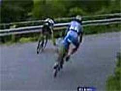 Велогонщик из Люксембурга не справился с управлением и улетел в пропасть