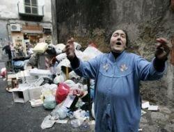 Пять человек погибли при обвале мусорной горы