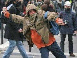 Студенты устроили беспорядки в центре Парижа