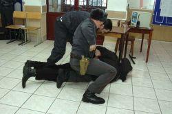 Задержаны двое заключенных, сбежавших из новгородского изолятора