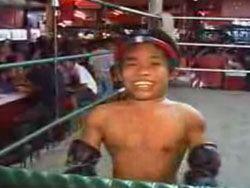 Соревнования по тайскому боксу среди карликов