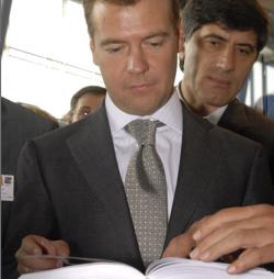 Дмитрий Медведев принялся за свой первый бюджет
