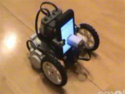 iPhone посадили на колеса