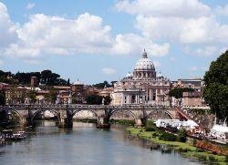 """Ватикан закрывает \""""фабрику святых\"""" Иоанна Павла II"""