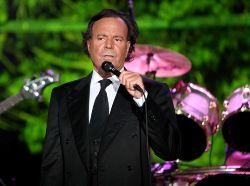 Хулио Иглесиас отменил концерт в Екатеринбурге из-за здоровья