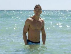 Знаменитые мужчины на пляже: идеальные, нелепые и смешные