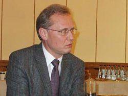 Нападение на посла Латвии в России: его облили томатным соком нацболы
