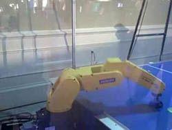 Роботы освоили аэрохоккей