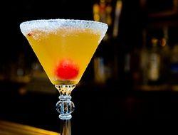 Выпивка - лидирующий способ снятия страха перед авиаперелетом