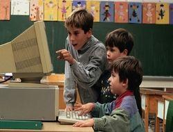 Дети обеспокоены поведением родителей в интернете