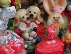 Почему мы покупаем всякие дурацкие сувениры?