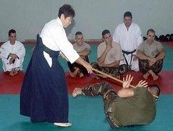 Бабушка-самурай тренирует итальянский спецназ