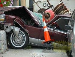 Пьяный водитель крана проехался по припаркованным машинам