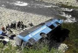 В Индии в результате падения автобуса в ущелье погибли 14 человек