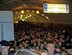 """Со станции метро \""""Библиотека имени Ленина\"""" эвакуируют людей"""