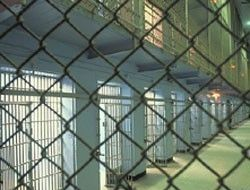 Англичанин покинул тюрьму голым, за что снова был арестован