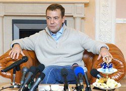 Российское ТВ разрушает имидж Дмитрия Медведева?