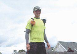 В США больной церебральным параличом прошел на ходулях 1500 км