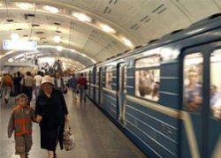 На рельсах московского метро уснул мужчина