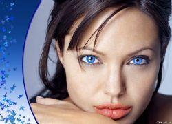 Аджелина Джоли доставлена в больницу