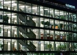 Siemens побвиняют в получении заказов за взятки