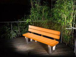 Светящиеся скамейки – интересное решение для городских парков