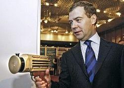 Медведев: Я – молодой президент, не пытайтесь классифицировать меня