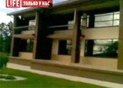 Роман Абрамович построил для Дарьи Жуковой особняк с футбольным полем