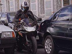 Водитель автомобиля подрался с мотоциклистом