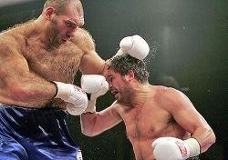 Чагаев остается чемпионом, Валуев сразится с Руисом за временный титул
