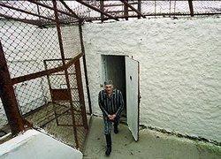 Сбежать из тюрьмы заключенным помог пьяный милиционер