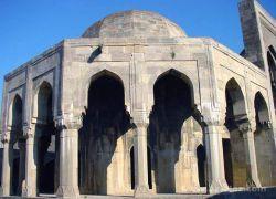 Российский турсайт перенес Баку в... Армению
