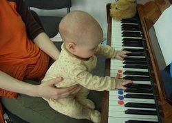 Как приучать малыша к музыке