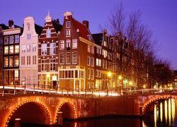 В аэропорту Амстердама можно сдать багаж автомату