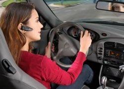 Беспроводная гарнитура за рулем опаснее мобильного телефона