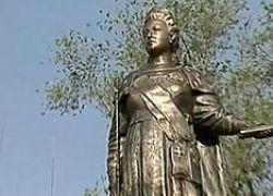 Россия направляет своих казаков в Крым охранять памятник Екатерине II