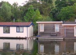 Украинцы покупают дома на воде: земля слишком дорогая