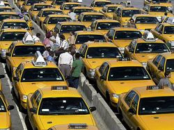 Нью-йоркские таксисты потребовали компенсации за бензин